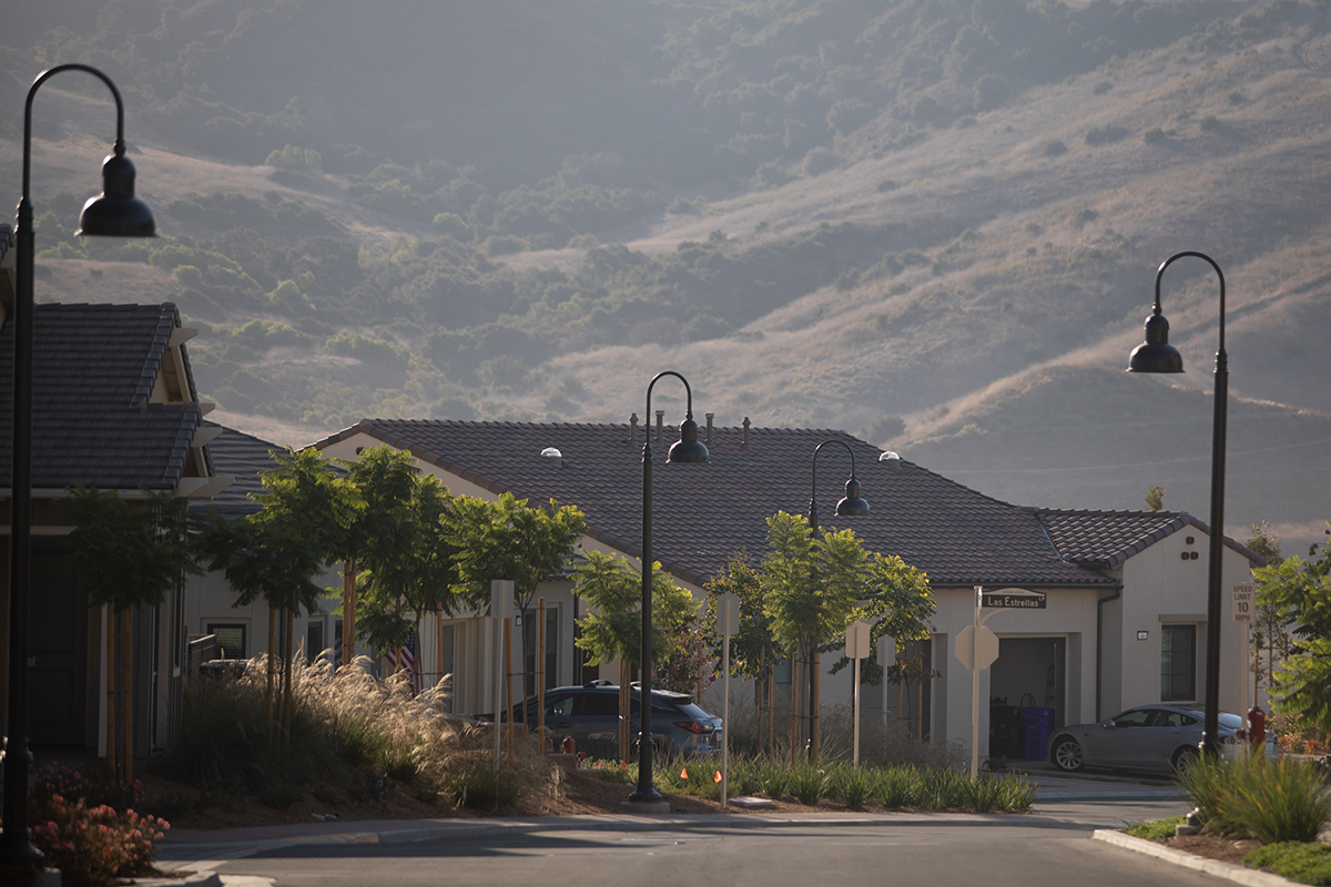 Nice neighborhood with lots of greenery and mountain landscape in the background